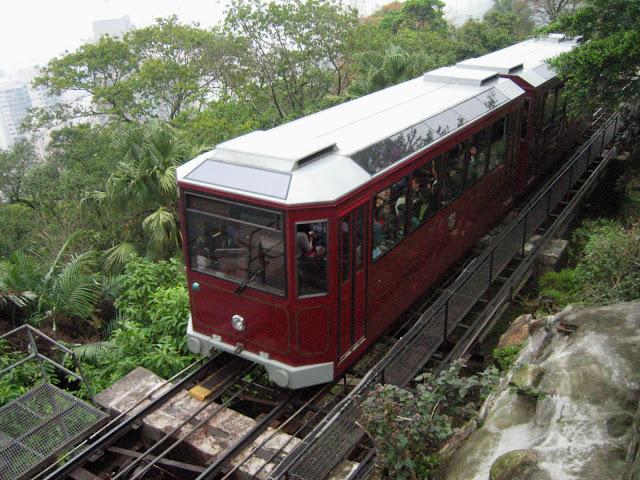 4-things-must-experience-HongKong_peaktram.jpg