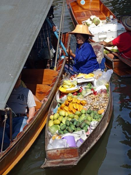 damnoen-saduak-floating-market-546269_1920.jpg